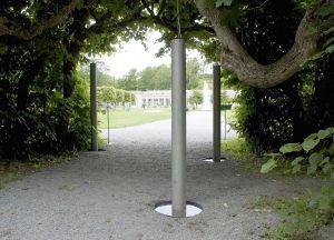 Triangel, vandlyd i tre stålrør, Ulriksdals Slotspark Stockholm sommer 2005